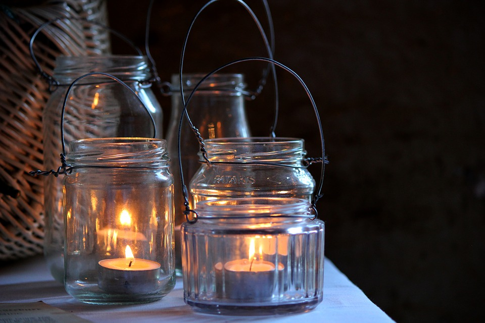 Various Ways to Decorate With Mason Jars this Halloween