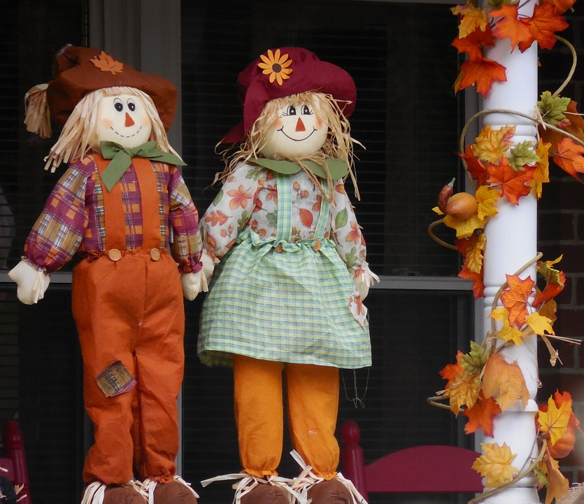 Photo by StillWorksImagery, via Pixabay | https://pixabay.com/en/decoration-scarecrow-autumn-harvest-1019182/