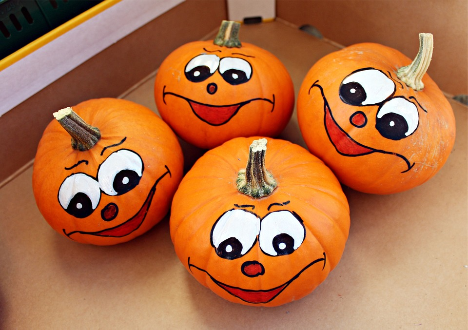 Photo by Avantrend, via Pixabay | https://pixabay.com/en/pumpkin-pumpkin-face-autumn-448842/