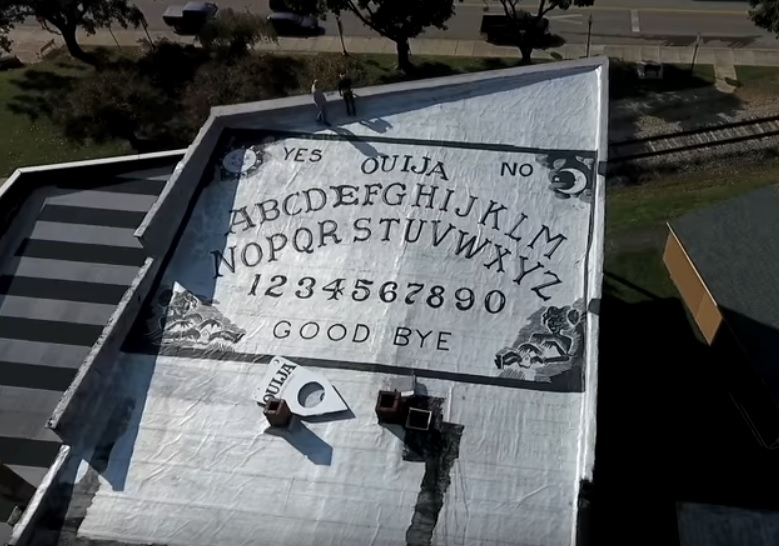 World's Largest Ouija Board Covers Roof Top of Old Pennsylvania Hotel